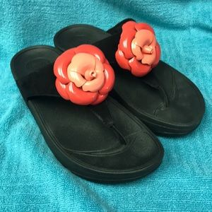 Fitflops black with pink flowers size 5